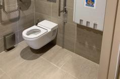 OBKLADY A DLAŽBY WC